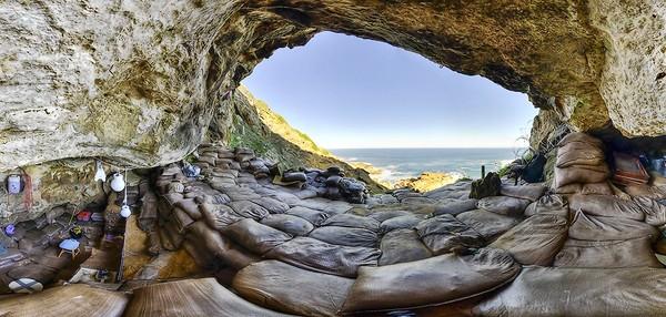 Cueva_de_Blombos_interior