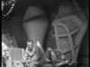 henri-georges-adam-assis-avec-son-chien-dans-la-cour-de-son-atelier-devant-ses-oeuvres-19954-jpg