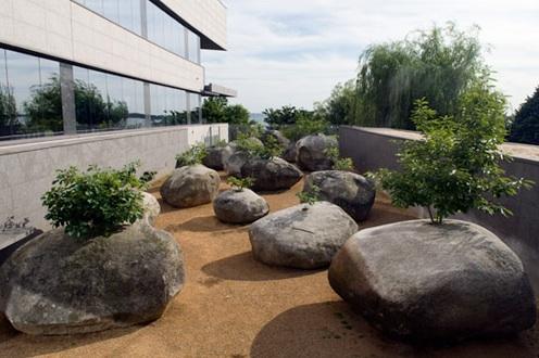 Jardin de piedras andy goldsworthy aryse for Piedras grandes pintadas para jardin