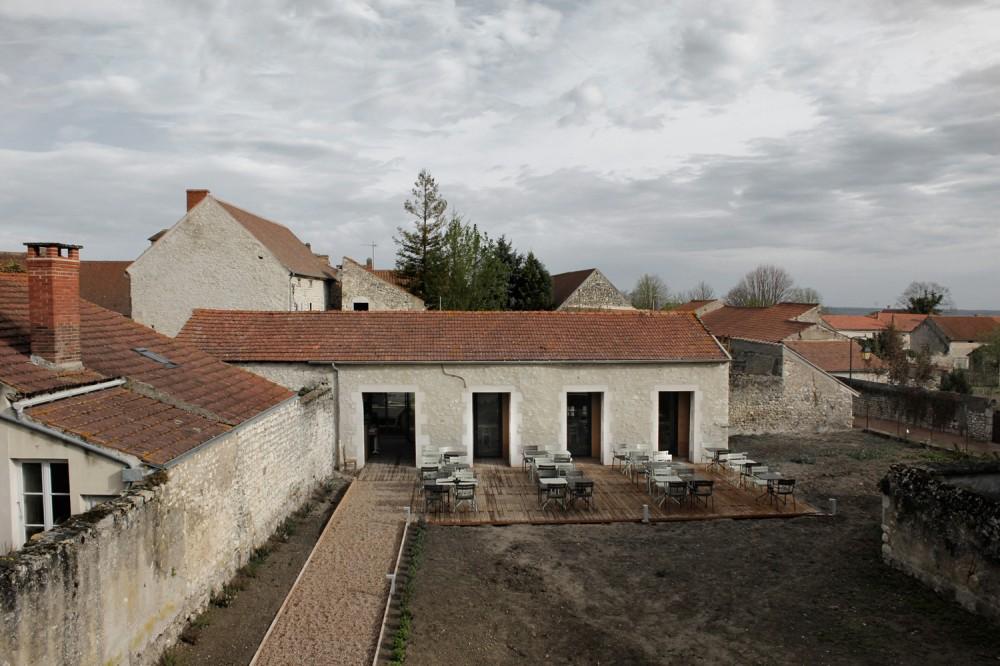 Antiguo granero renovado como restaurante / Comac