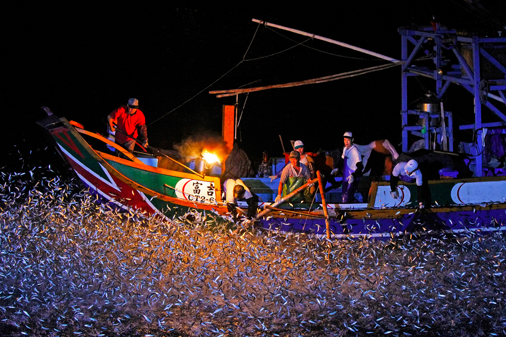Sulfuric-fire-festival-Hung-Hsiu-Shih