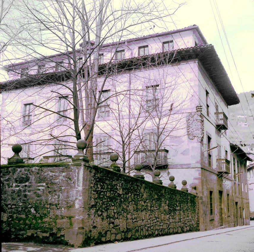 vaumm_arquitectos_palacio_Yrizar_muro_antiguo