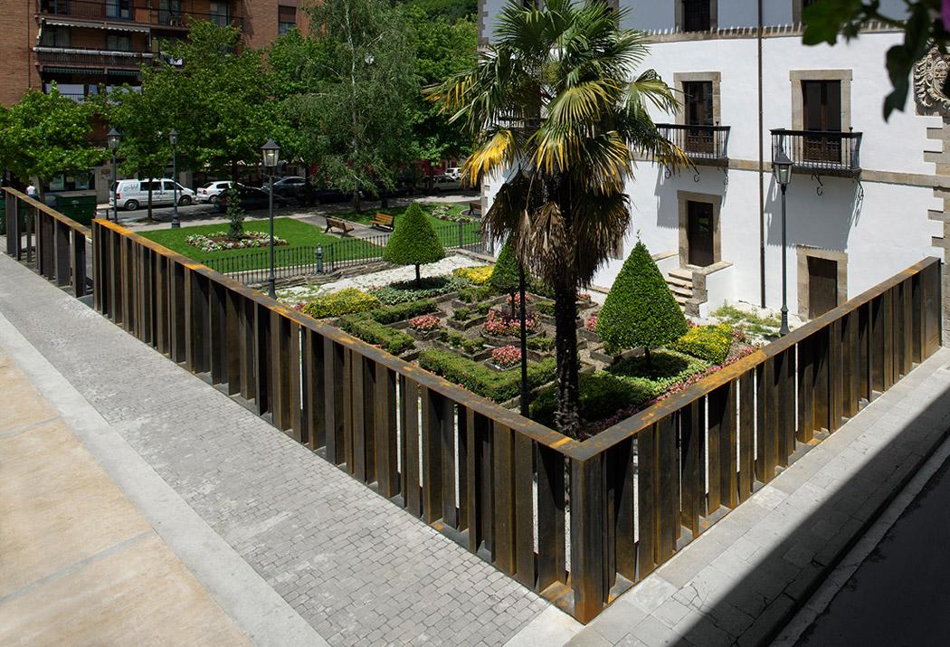 Redefinici n del cerramiento del jardin del palacio yrizar vaumm arquitectos aryse - Cierres de jardin ...