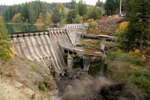 Destrucción de la presa Condit (vídeo)