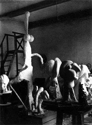 BRASSAÏ, L'atelier_de_Boisgeloup_sculptures_1932_©RMN