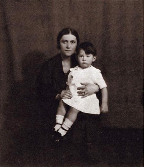 Olga-Khoklova-Picasso-and-Paulo-Picasso_1923