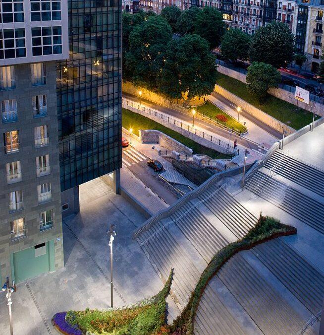 El jardín que sube las escaleras, Bilbao / Diana Balmori
